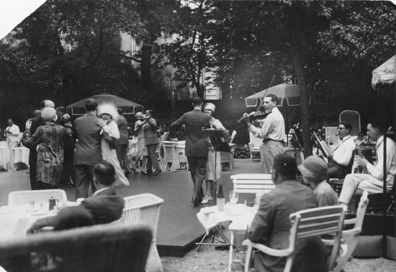 "Berlin, Tanztee im ""Esplanade"", 1926"